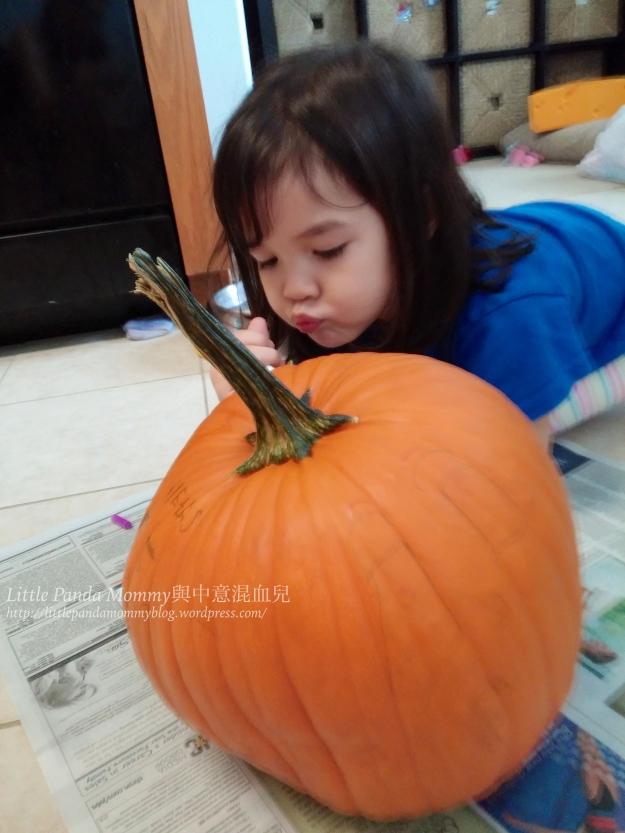 Lex drawing on pumpkin 1